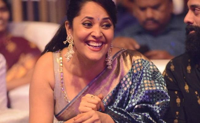 Pics: Anasuya Bharadwaj ups the glam in saree