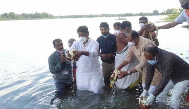 Ashoka Performs Mass Last Rites Of Over 1,000 Bodies