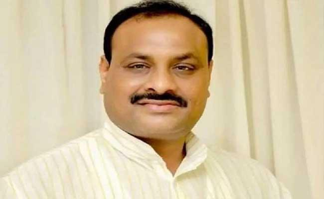 Andhra, T'gana CMs playing with people's lives: TDP