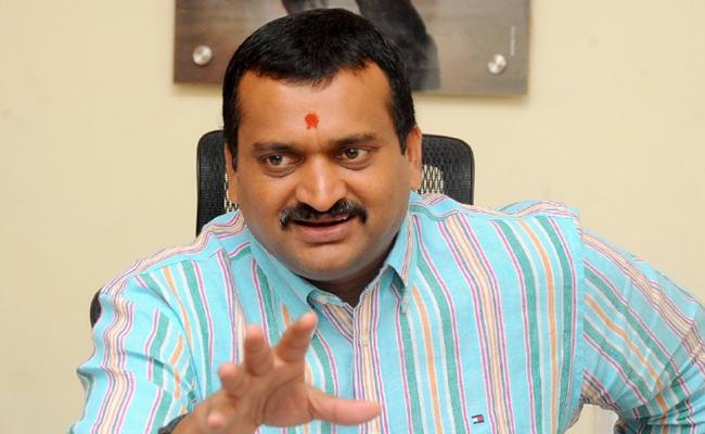 Video: Bandla Ganesh Turns Hairstylist for His Father