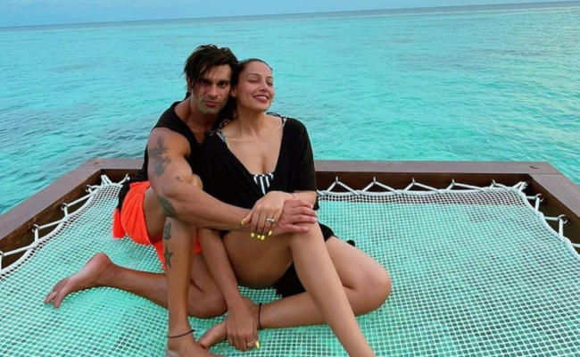 Pic: Another Hot Couple In Maldives