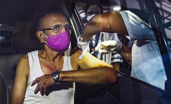 Namrata lauds drive-in vaccination centres in Mumbai