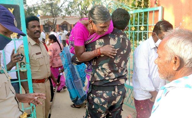 Panchayati polls in Andhra begin on peaceful note