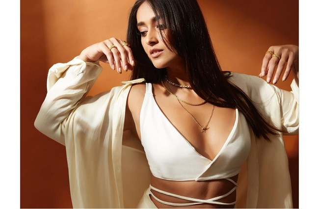 Ileana's Stunning Pose Shakes Internet