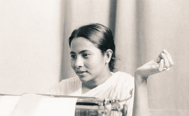 Mamata's Old Photo From the 1980s Goes Viral