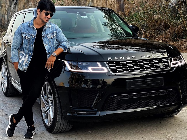 Pics: Nikhil's Autobiography At 1.75 Cr