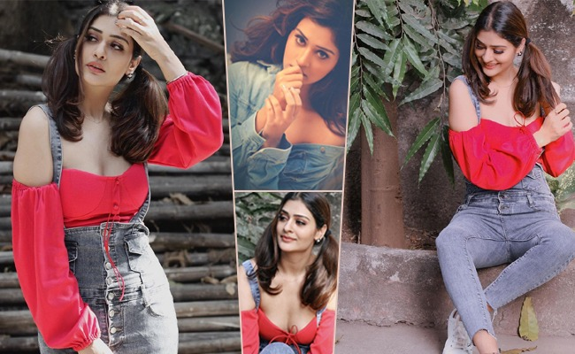 Pics: Payal With The Deepest Neck