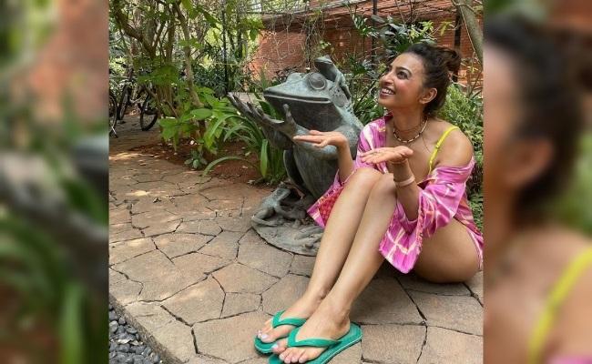 Pic: Radhika's Shocking Bottomless Look
