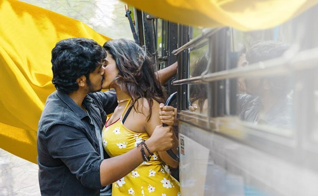 Pic Talk: Akash, Ketika Lip-Kiss On Moving Bus