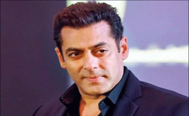 Salman Khan About His Wife And Daughter In Dubai