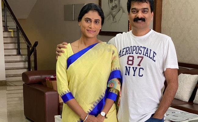 Sharmila style: YSR watch, Sircilla saree!
