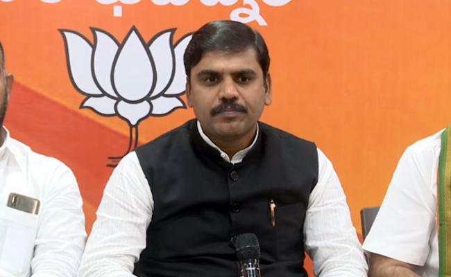 Babu's Man Slaps BJP's Vishnuvardhan Reddy