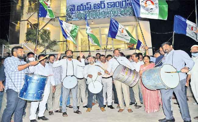 YSRC supporters sweep 1st phase panchayat polls